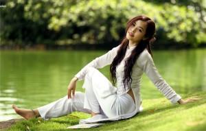 Hot traditional Vietnamese girl